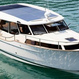 Exclusive hybrid yacht bérlés a Balatonon